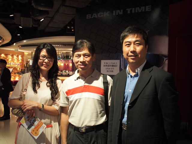 TUF Vice-chairman, Mr Simon Chan (Middle), and supporters